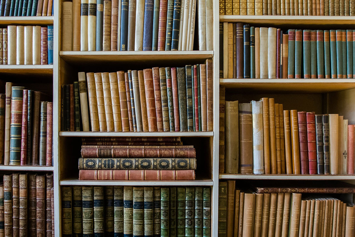ハローワークで図書館職員の求人はある?時給や図書館司書資格の必要性など